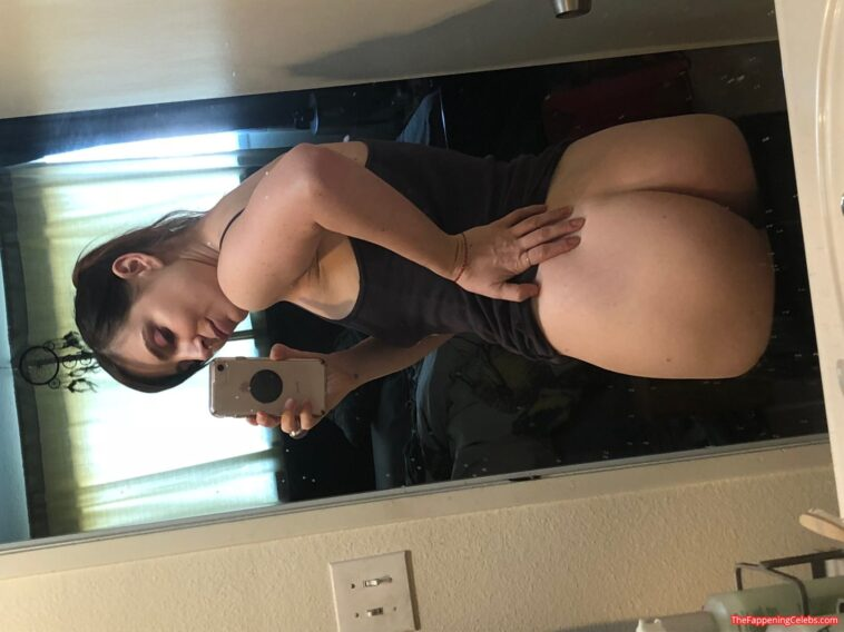 Bree Essrig Sexy Nude Intimate Leaked Photos 1