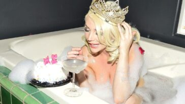 Courtney Stodden Celebrates Her Special Day in the Nude 1