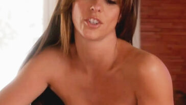 Jennifer Love Hewitt Nude & Sexy Pics And Naked Sex Scenes 45