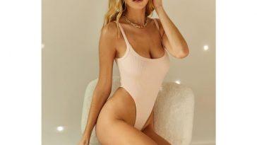 Elizabeth Turner Sexy 15
